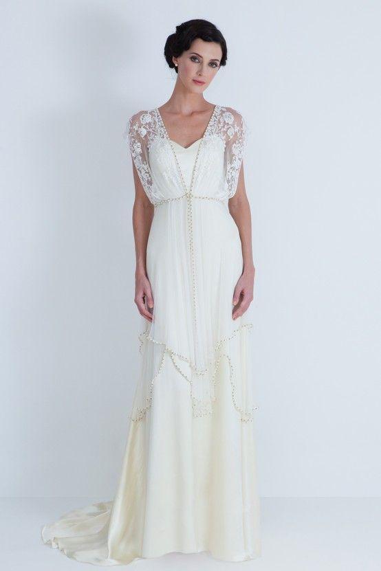 vestido de novia vintage sencillo con gasa sobre los hombros. genial
