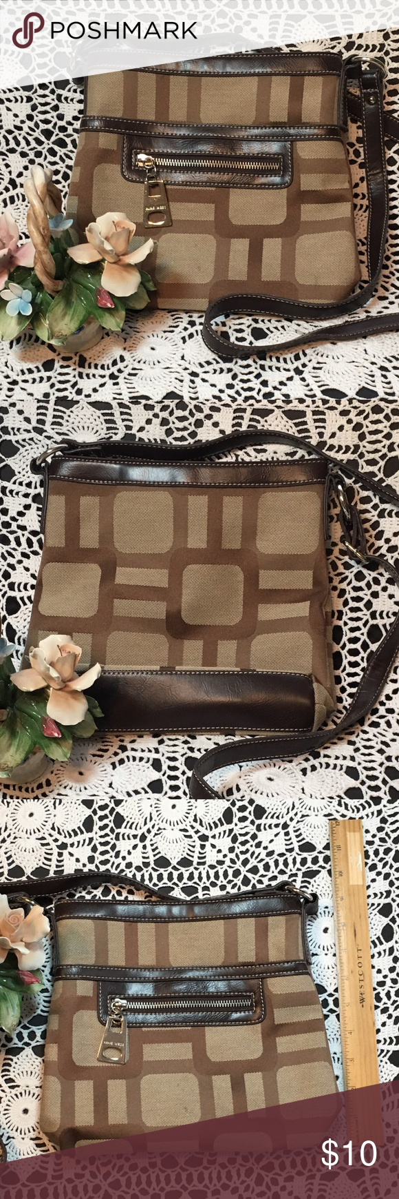 """🇺🇸 """"Memorial Day"""" SALE - Nine West Purse Brown and tan cross body purse. Height 9"""", length 8 1/2"""", width 2"""". Inventory Reference: PR-004 10 Nine West Bags Crossbody Bags"""