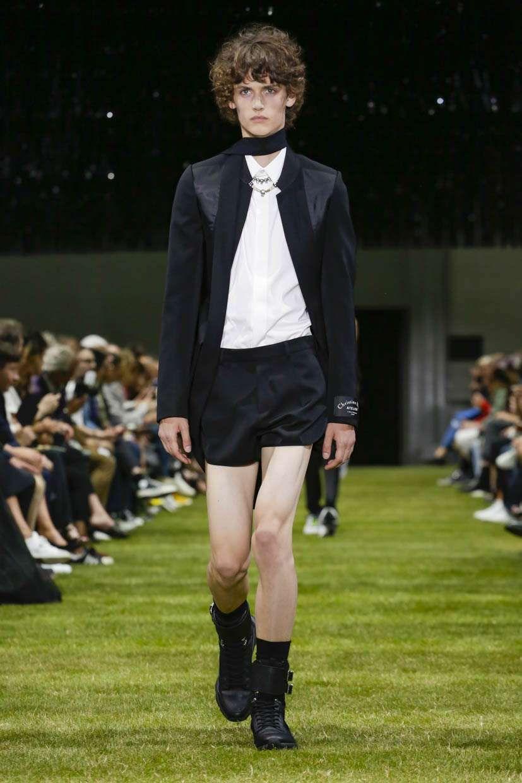 dior-homme-spring-summer-2018-paris-fashion-week-04   Short shorts ... 57dff861ec4