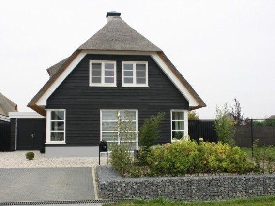 Met platte garage aangebouwd huis 12 schuurwoningen en ideeen pinterest more house - Landscaping modern huis ...