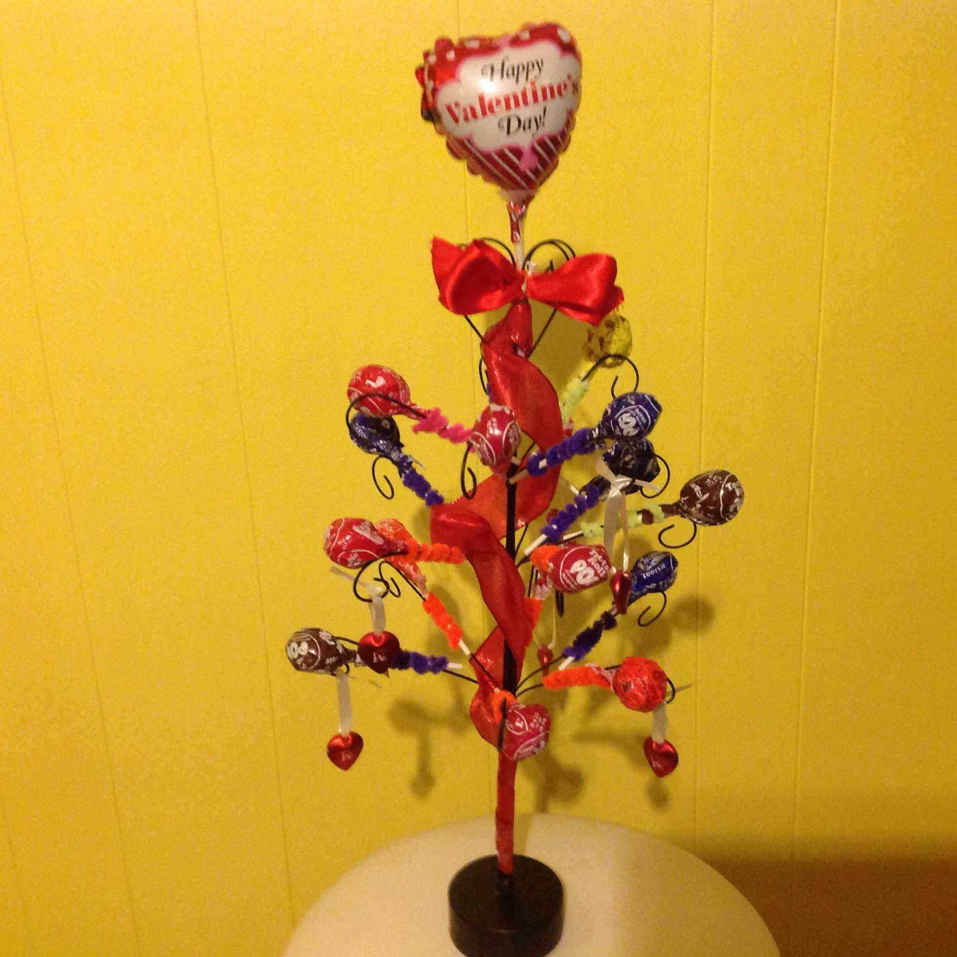 Tootsie Roll Pop tree. Great for a work desk to share candy with others for Valentine.