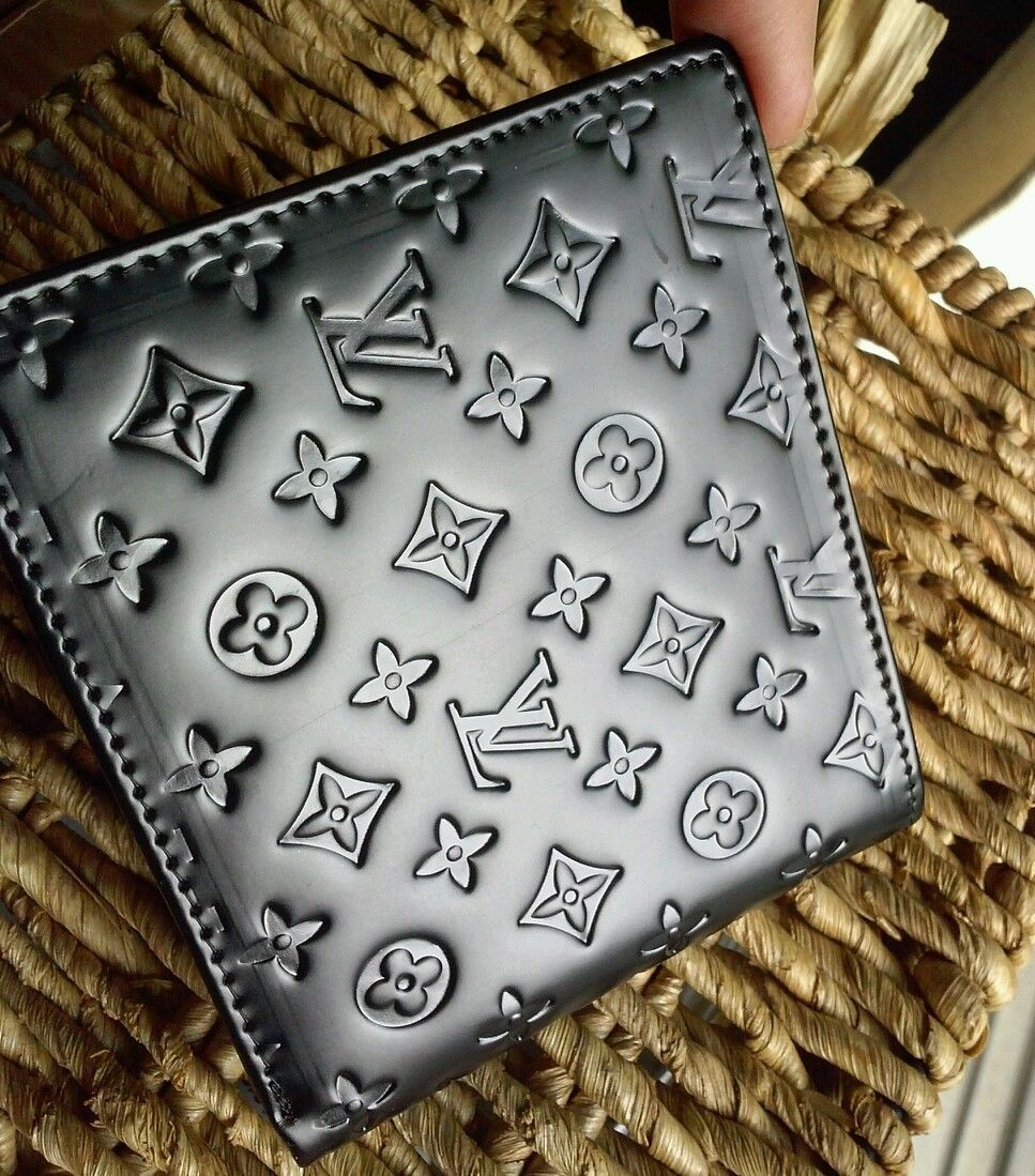 df7e811ae0 Louis Vuitton Wallet (Mens Preowned Embossed Monogram LV Logo Black Wallet)