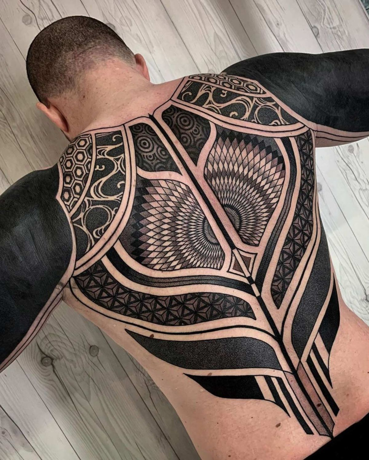 Pin De Jmoto En Tattoos Men Tatuajes Tribal Hombre Tatuajes Geométricos Hombre Tatuajes En La Espalda