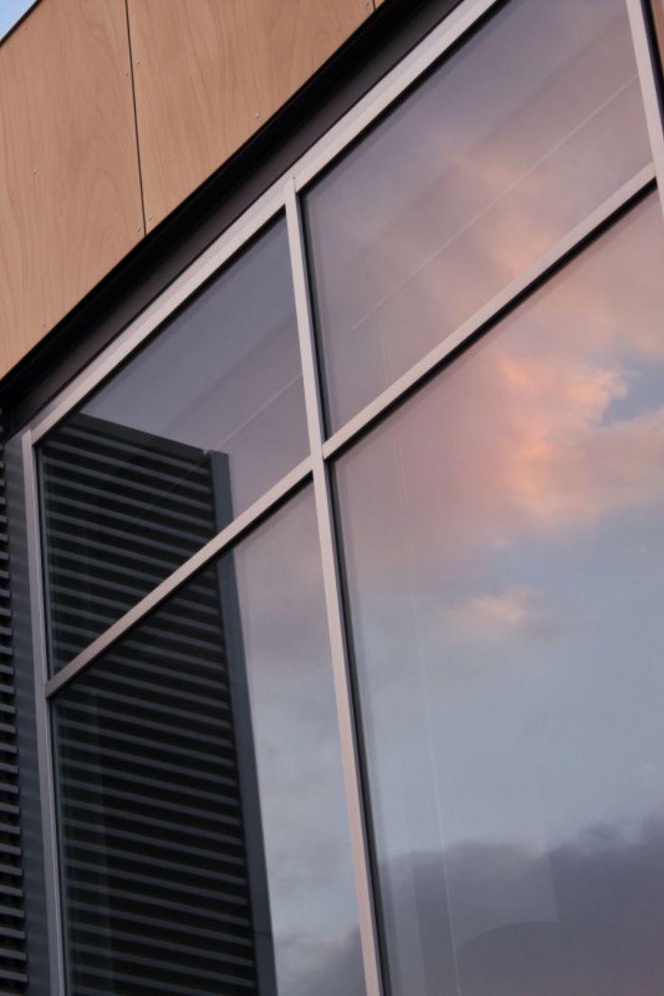 Die Mittelgrau Geta Nte Fensterfolie Dient Zur Innenmontage Fa R Einen Guten Sonnen Und Blendschutz Sowie Uv Und Hitze In 2020 Fensterfolie Fensterfolien Klebefolie