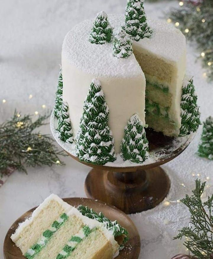 """🎄Christmas Is In The Air🎄 on Instagram: """"This cake is just beautiful. 🎄❄ . . . . . . . . . #christmasmovies #christmasseason #christmas2020 #christmastime #christmasmood…"""""""