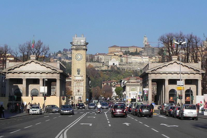 Bergamo  I Propilei Di Porta Nuova E La Torre Dei Caduti