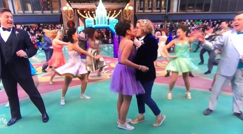 🏳 🌈When the cast of the Broadway show The Prom danced