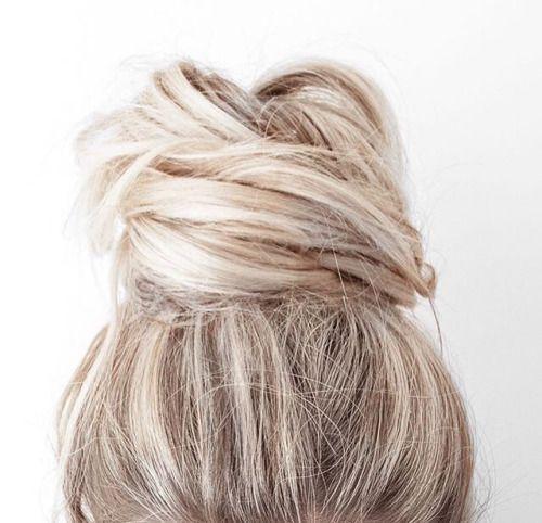 Wie trägt man ein unordentliches Brötchen (mit Tutorials) - Trend Frisuren - Frisuren - Neu Frisuren #topknotbunhowto