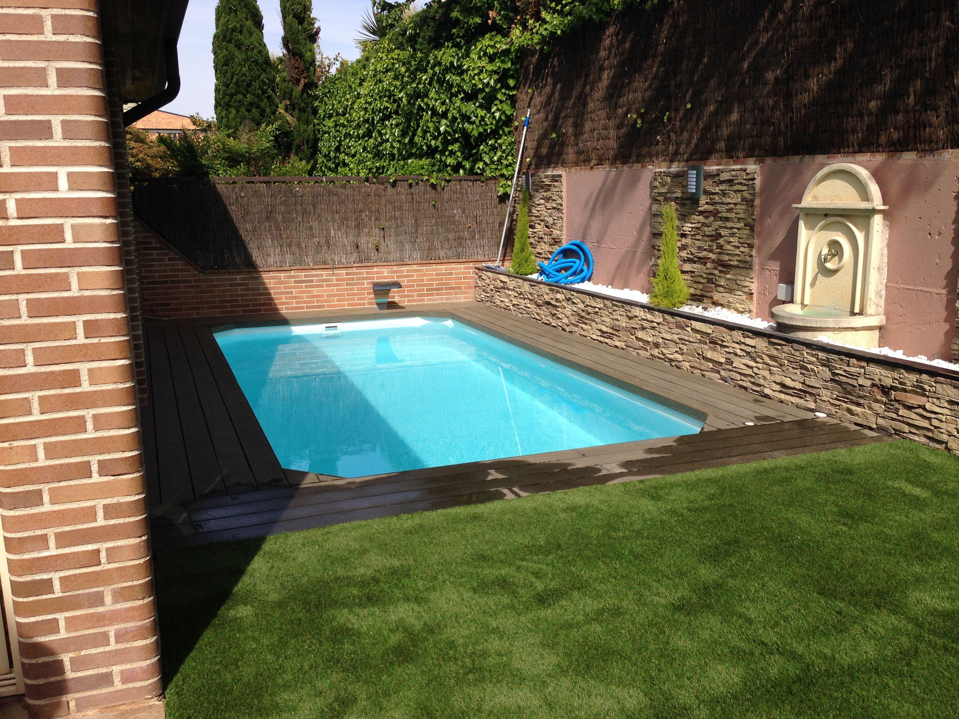 Tarima exterior sintetica alrededor de piscina y c sped - Cesped artificial piscinas ...