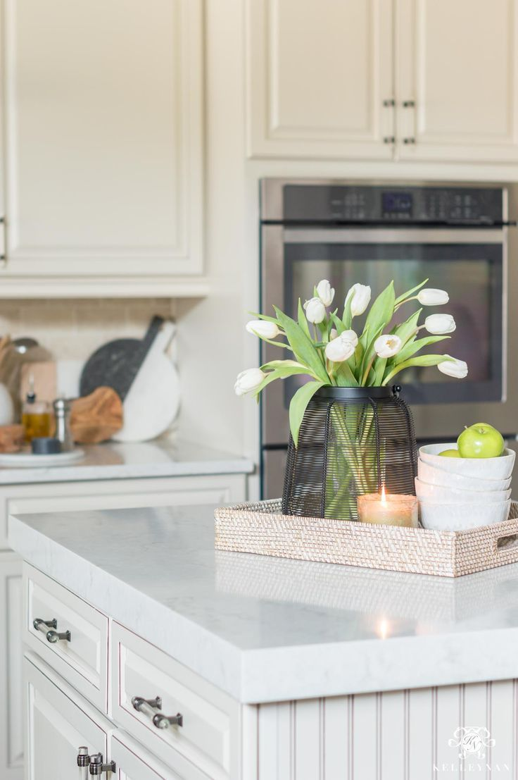 Kitchen Island Decor: 6 Easy Styling Tips | Kelley Nan #kitchenislanddecor