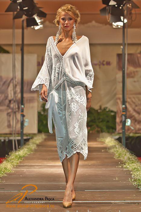4f9fc21d566 Valentina Vidrascu, Cosanzeana de lux | Romania | Fashion, Fashion ...