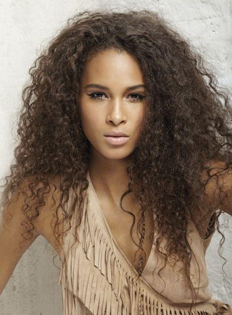 Coupe cheveux long frisé femme