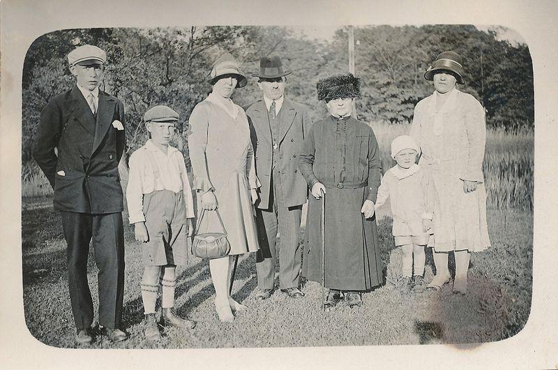 altes Foto - gescannt - auf der Rückseite steht Kaninchenwerder Pfingsten 1930