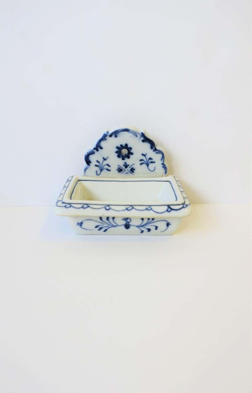 German Meissen Blue And White Porcelain Soap Dish In 2020 White Porcelain Meissen Blue And White