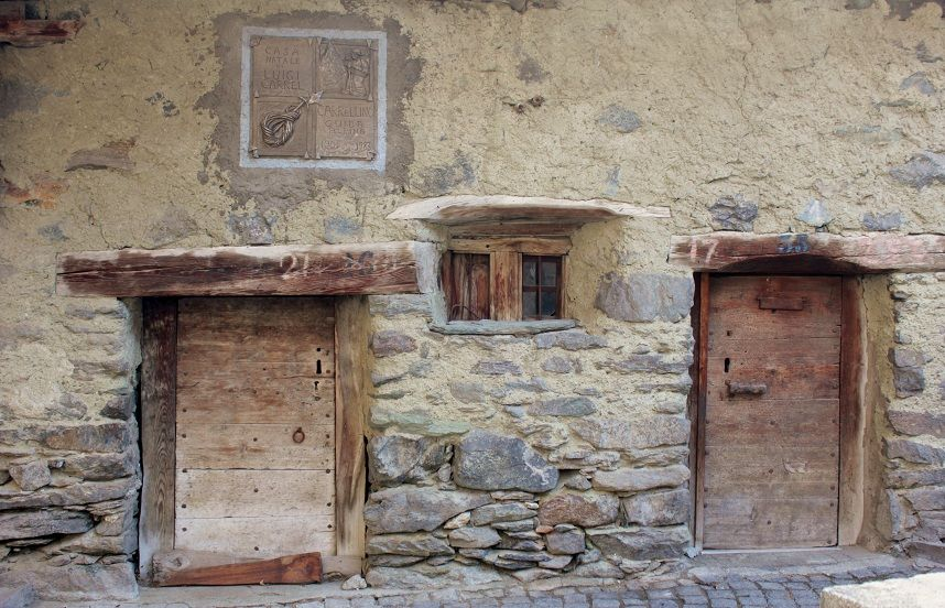 "casa nativa di Luigi CARREL "" il piccolo "" detto CARRELLINO  (guida alpina ) birthplace of Louis CARREL ""the little one"" said CARRELLINO  (mountain guide) #cervino  #breuilcervinia #valtournenche #aostavalley"