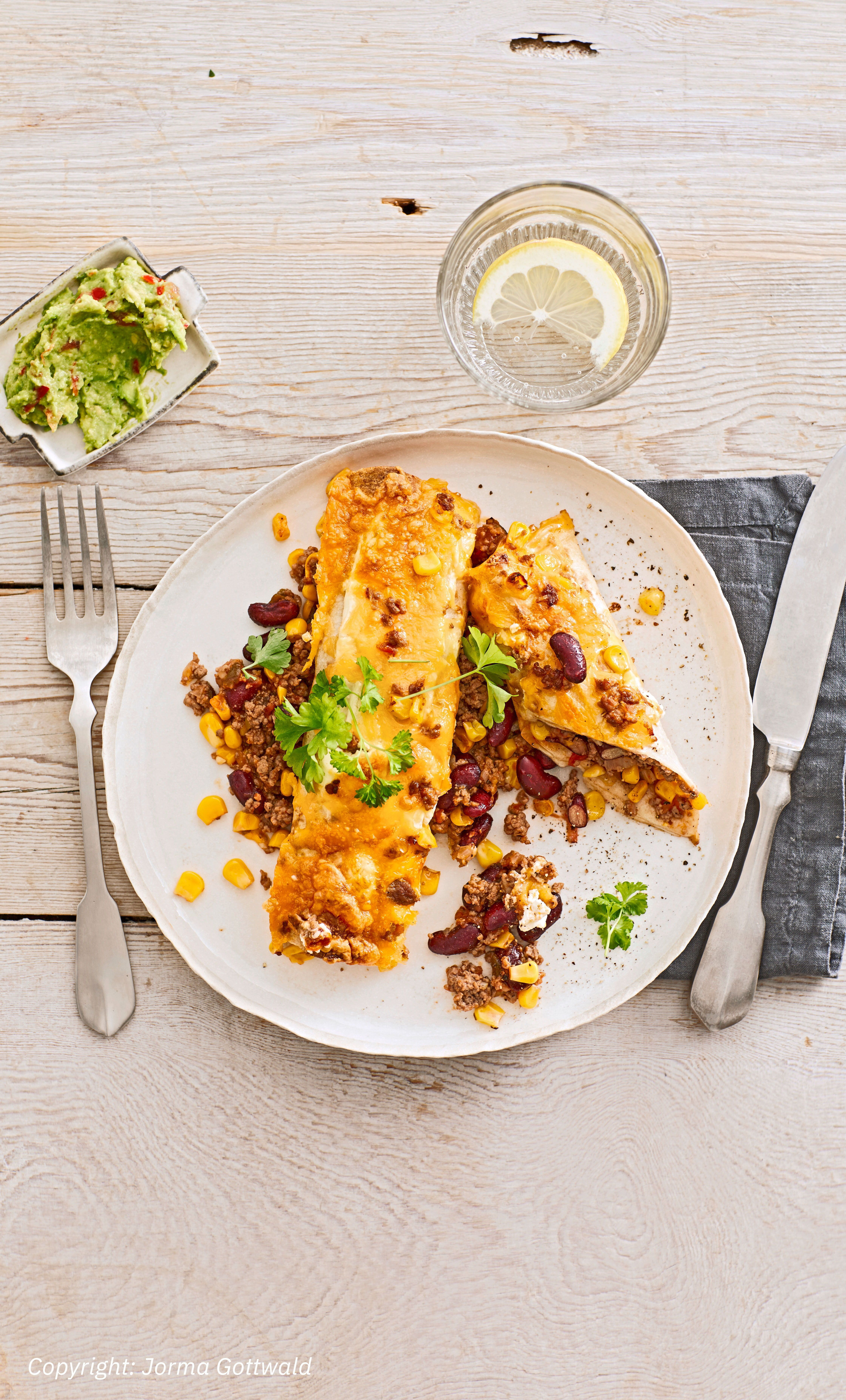 Überbackene Enchiladas mit AvocadoDip Überbackene Enchiladas mit AvocadoDip