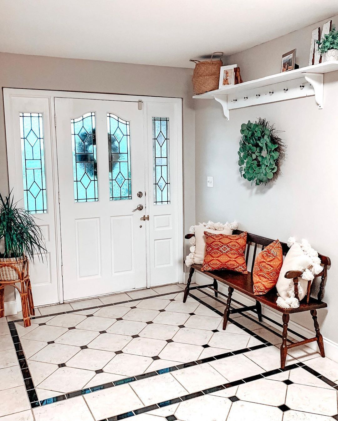 I love having an actual entryway ♥️ #houseplants #sherwinwilliams #agreeablegray #diy #refinishedfurniture #newhome