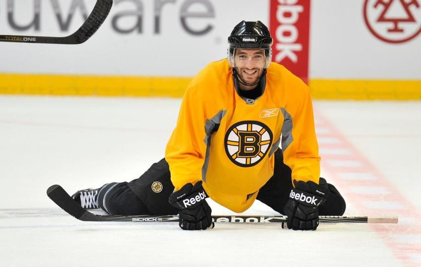 Bergeron stretching for the game :)
