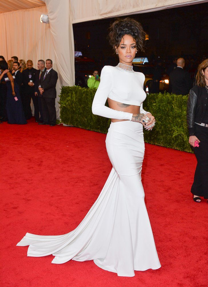 rihanna in stella mccartney bei der met gala hei e outfits und outfit. Black Bedroom Furniture Sets. Home Design Ideas