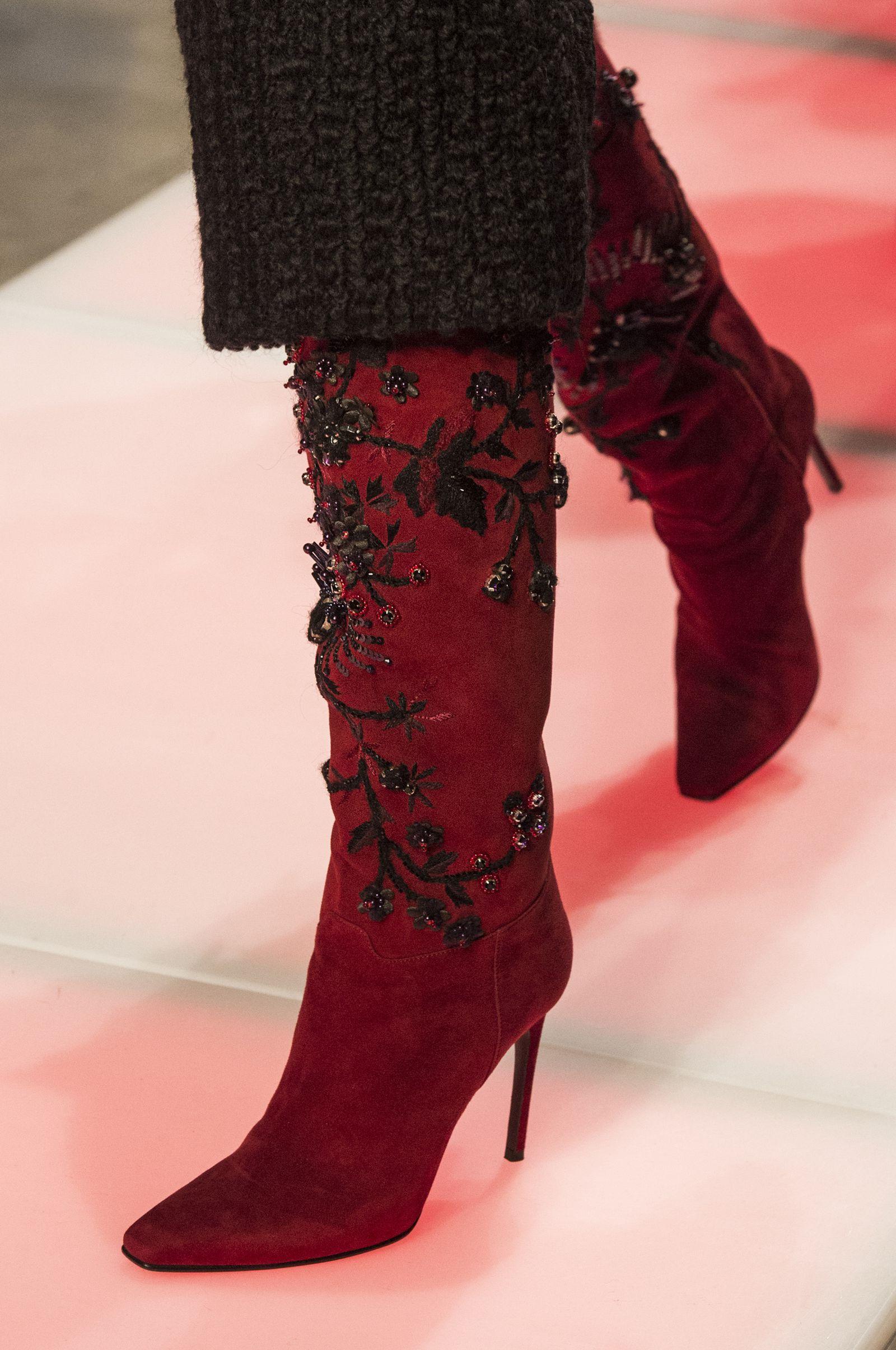 f98891a39c1c7 Le scarpe di moda per l Autunno Inverno 2018 2019 viste alle sfilate sono i  modelli che vorremmo avere  SUBITOelleitalia Les Copains Autunno Inverno  2018 ...