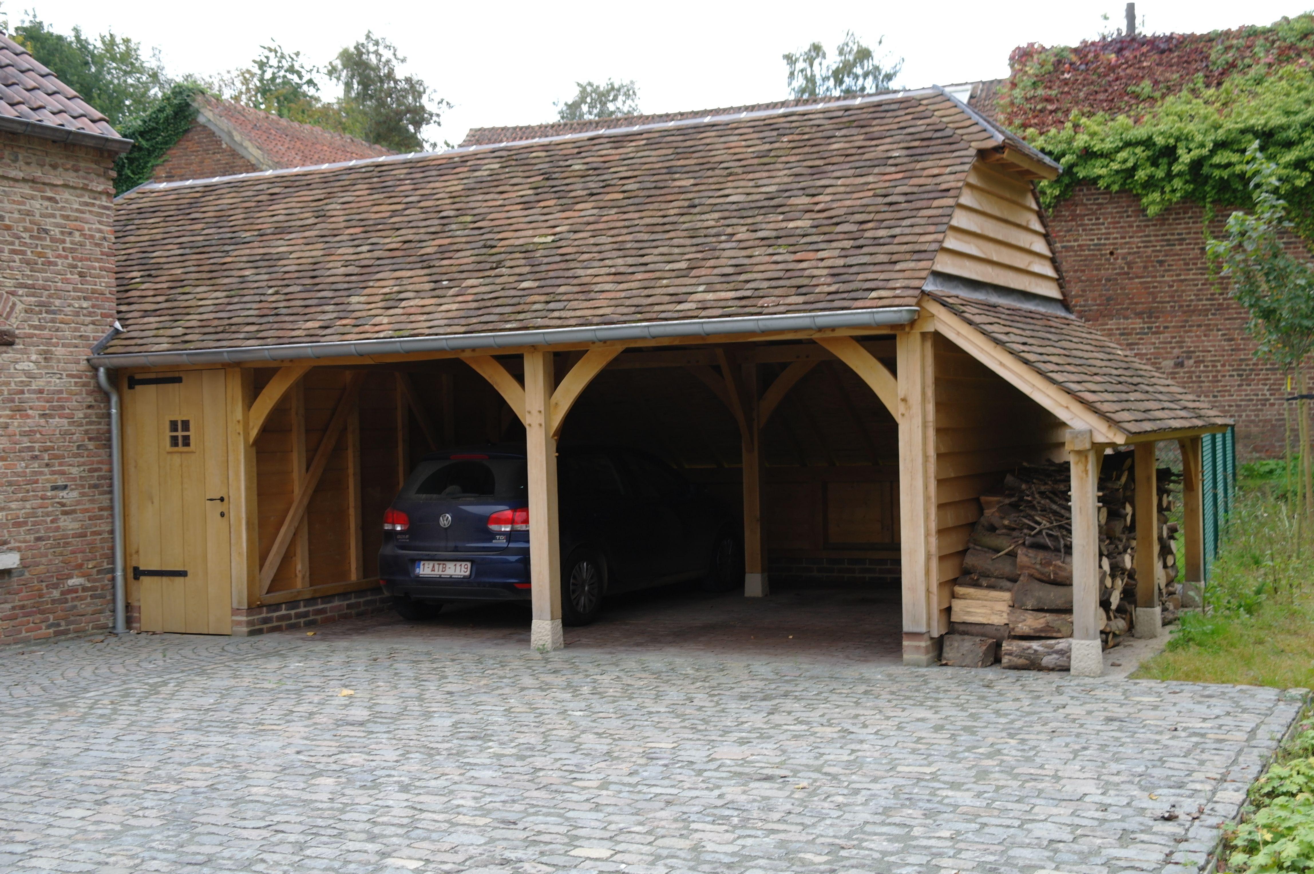eiken aanbouw deels carport berging en houtopslag dak is voorzien van oude bourgondische tegelpannen