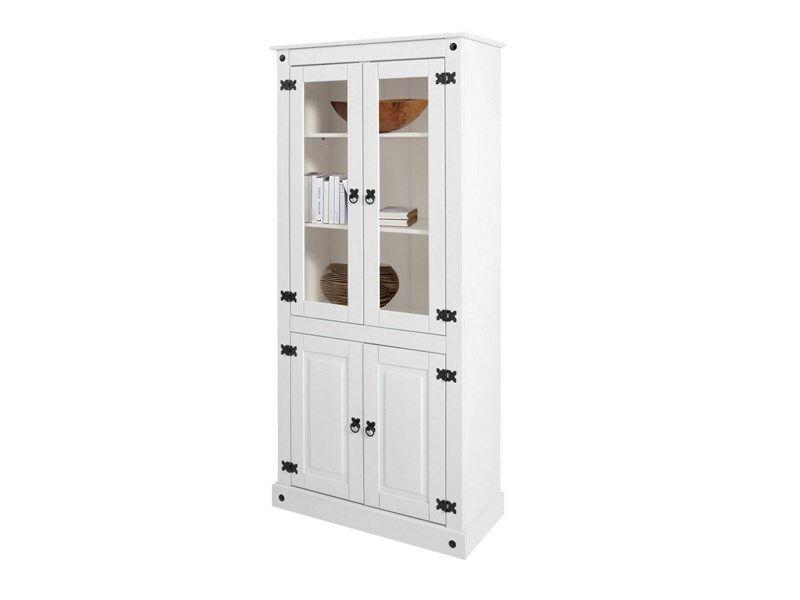 Nostalgische Vitrine mit 2 Holztüren und 2 Glastüren aus Kiefer massiv in weiß lackiert.  Die Griffe und Beschläge aus antikisiertem Metall.  Oben 2 Glastüren mit zwei verstellbaren Einlegeböden. 3 Fächer innen. Innenmaße: B74 x T34 x H33.  Unten 2 Holztüren mit einem verstellbaren Einlegeboden. 2 Fächer innen. Innenmaße: B74 x T34 x H32.