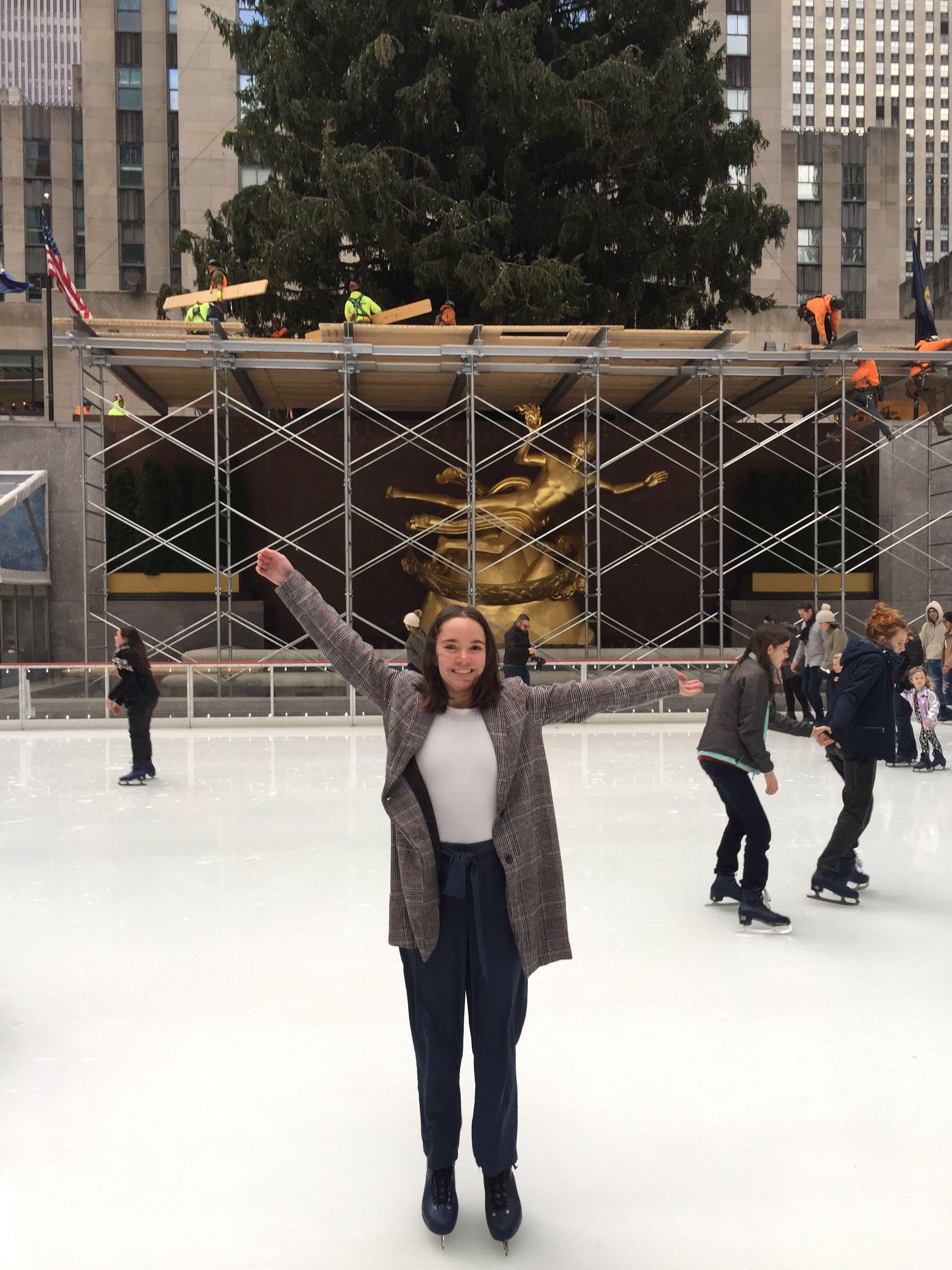 Pc: Ashley Peterson Pinterest: ash_peterson Instagram: Ashley.pphotography #nyc #newyork #newyorknewyork #newyorkcity #autumn #autumninnewyork #fallcolors #autumncolors #leafcolors #leaves #autumnleaves #autumnincentralpark #colorsincentralpark #christmasinnewyork #winter #christmas #autumn #fall #skyscrapers #photography #ice #iceskate #iceskating #rockefeller #bucketlist #bohme #fashion #shein #manhattan #rockefellerskating