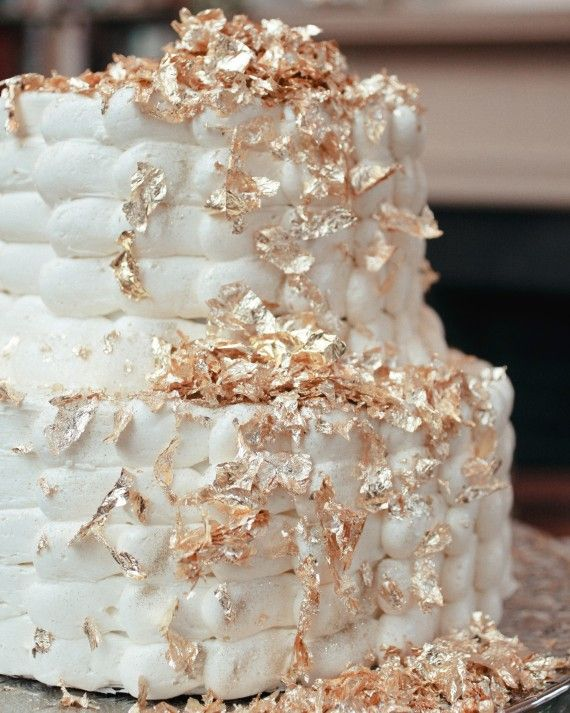 During The Tail End Of Dean And Michael S Hour At Their Kentucky Wedding They Cut Into A Two Tier Chocolate Bourbon Cake Covered With Vanilla