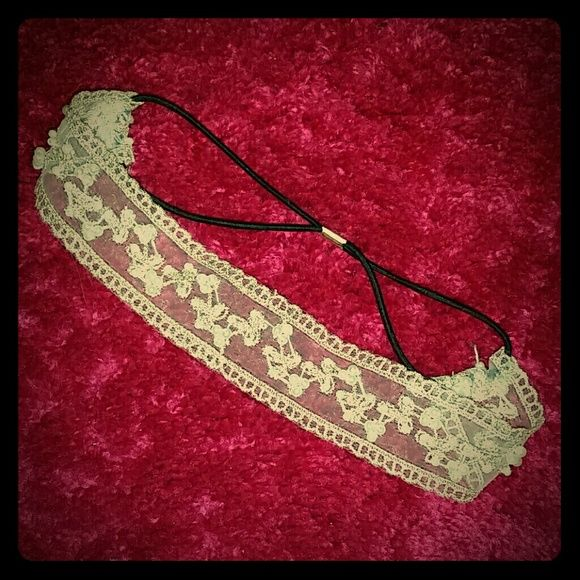 Vintage-Style Stretchy Headband w/Pearls Never worn beautiful off-white fashion headband! Accessories Hair Accessories