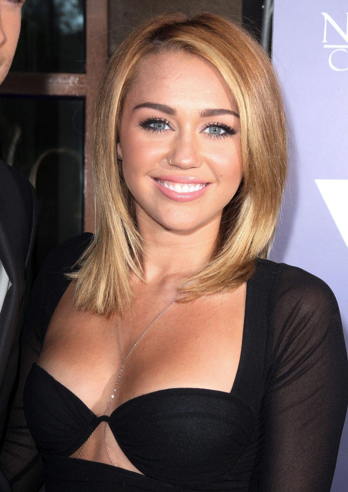 Miley cyrus blonde lange haare