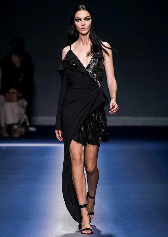 prezzo ragionevole Stati Uniti sporchi online dettagli per Foto e Video sfilata Versace autunno inverno 2017 2018 | Abiti da ...