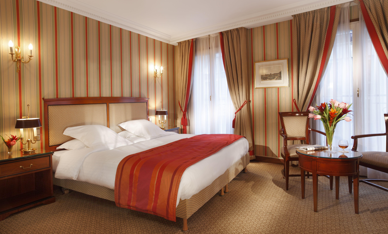 Superior room Hôtel Rochester Champs Elysées, Paris. All
