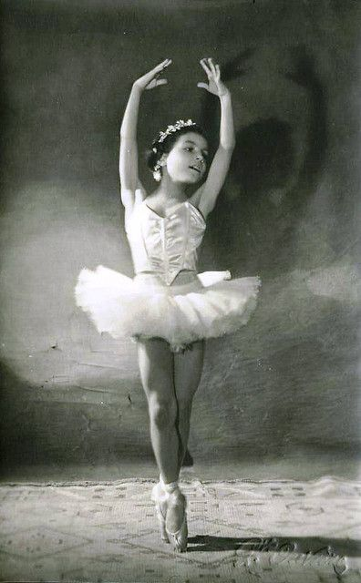 Liza Antique White Panel Bedroom Set: Vintage Postcard ~ Little Ballerina 1