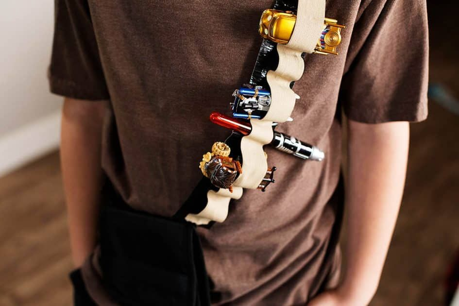 25 Star Wars Crafts & Activities for Kids is part of Kids Crafts Activities Star Wars - Are you and your family Star Wars fans  If so, here are 25 crafts and activities to celebrate May the 4th  Celebrate Star Wars all day long by making pool