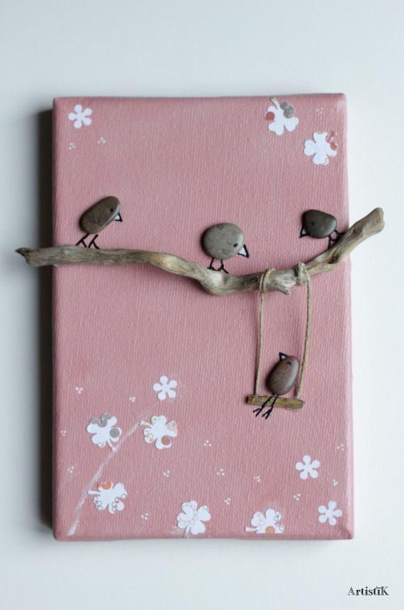 Tableau galets oiseaux bois flott fond rose saumon dessin for Activite manuelle bois flotte