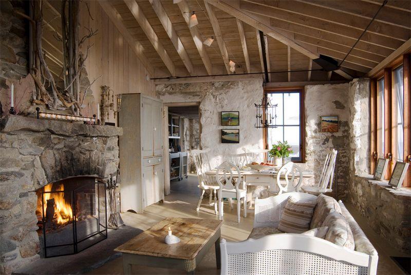 Ambientes con paredes r sticas salas de estar de estilo for Accessori per la casa design