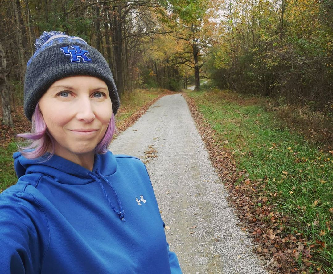 Loving these chilly temps 😍 #monday #mondaymood #optoutside #mondaymotivation #walking #fitness #fitover40 #fit #active #activelifestyle #backroads #fallvibes #fallweather #chilly #cloudy #hoodieweather #fallismyfavorite #gravelroad #stayingactive #nature #outside #kentucky