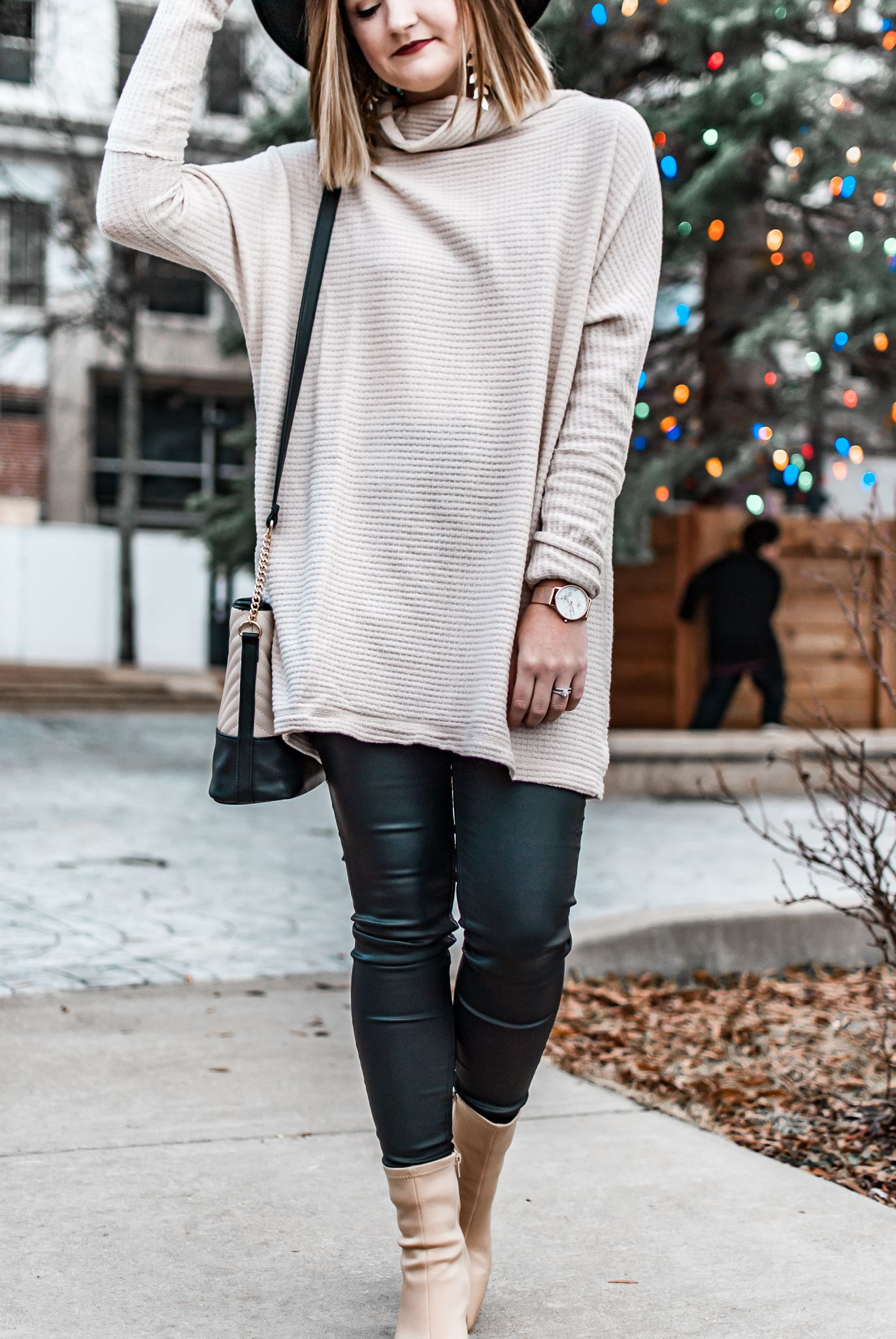 Winter Style | Quilted boots, Fashion, Parka scarf
