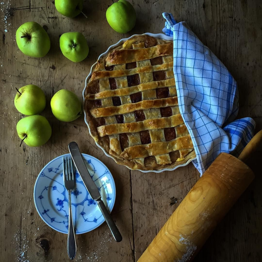 """Good apple pies are a considerable part of our domestic happiness Jane Austen #apple #pie #applepie #janeausten #domestichappiness #bake #baking #organic #fromourgarden #cake #thefeedfeed #f52 #foodie #country #countrystyle #countrylife #countryliving #livetpålandet #landlig #brødogkorn #rørgård #ringsaker #norway #norgesmatfat #norgesspiskammer"