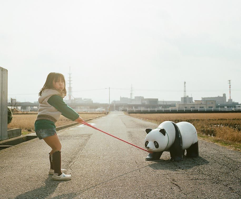 Creative Dad Takes Imaginative Photos Of His 4-year-old Daughter