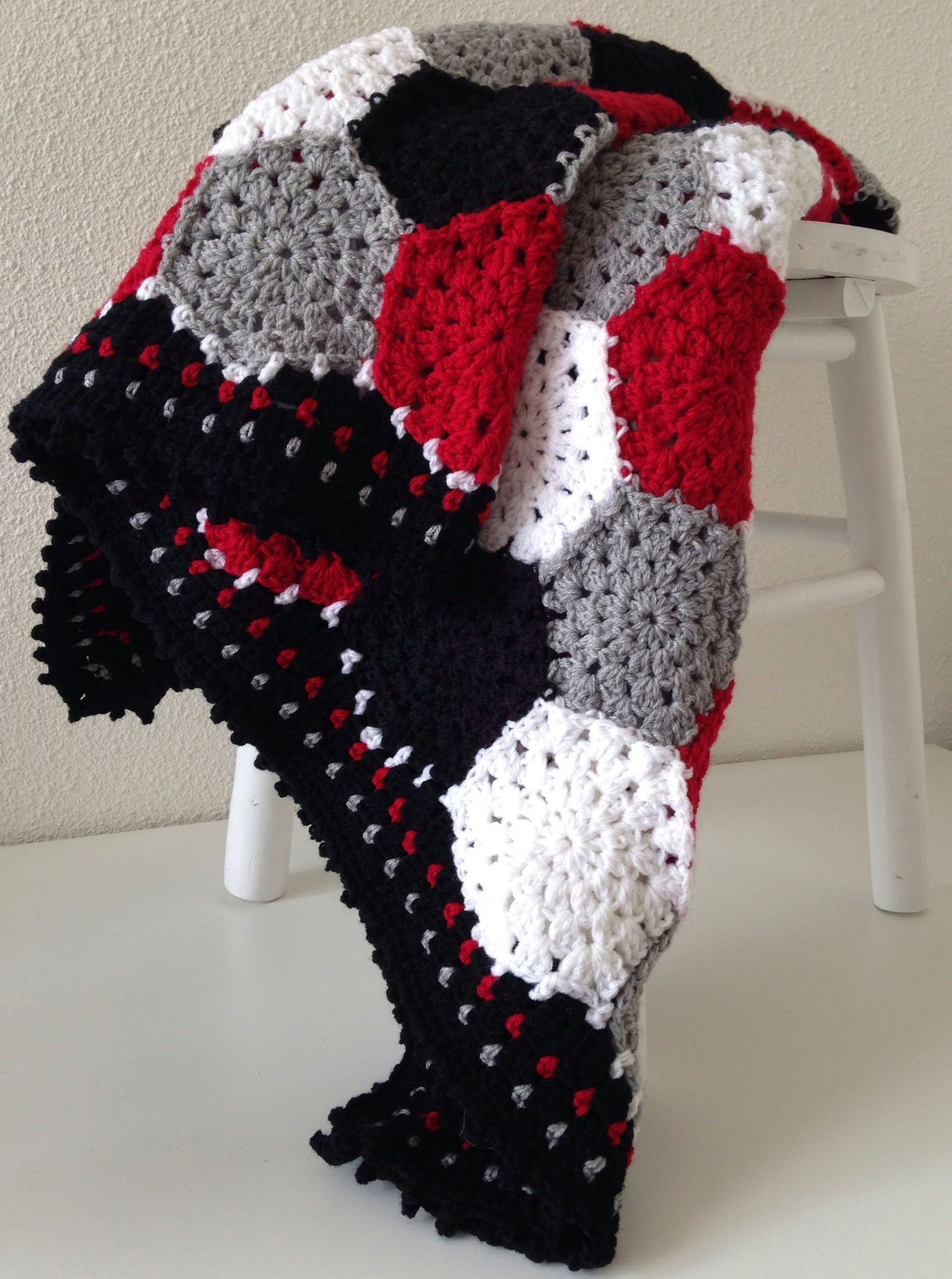 Marrose ccc hexagon blanket in black grey white and red marrose ccc hexagon blanket in black grey white and red crochet bankloansurffo Image collections