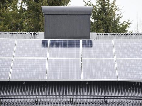 Aurinkosähkö sai vauhtia siirtokohusta – kannattaako maksaa 6000 euroa?