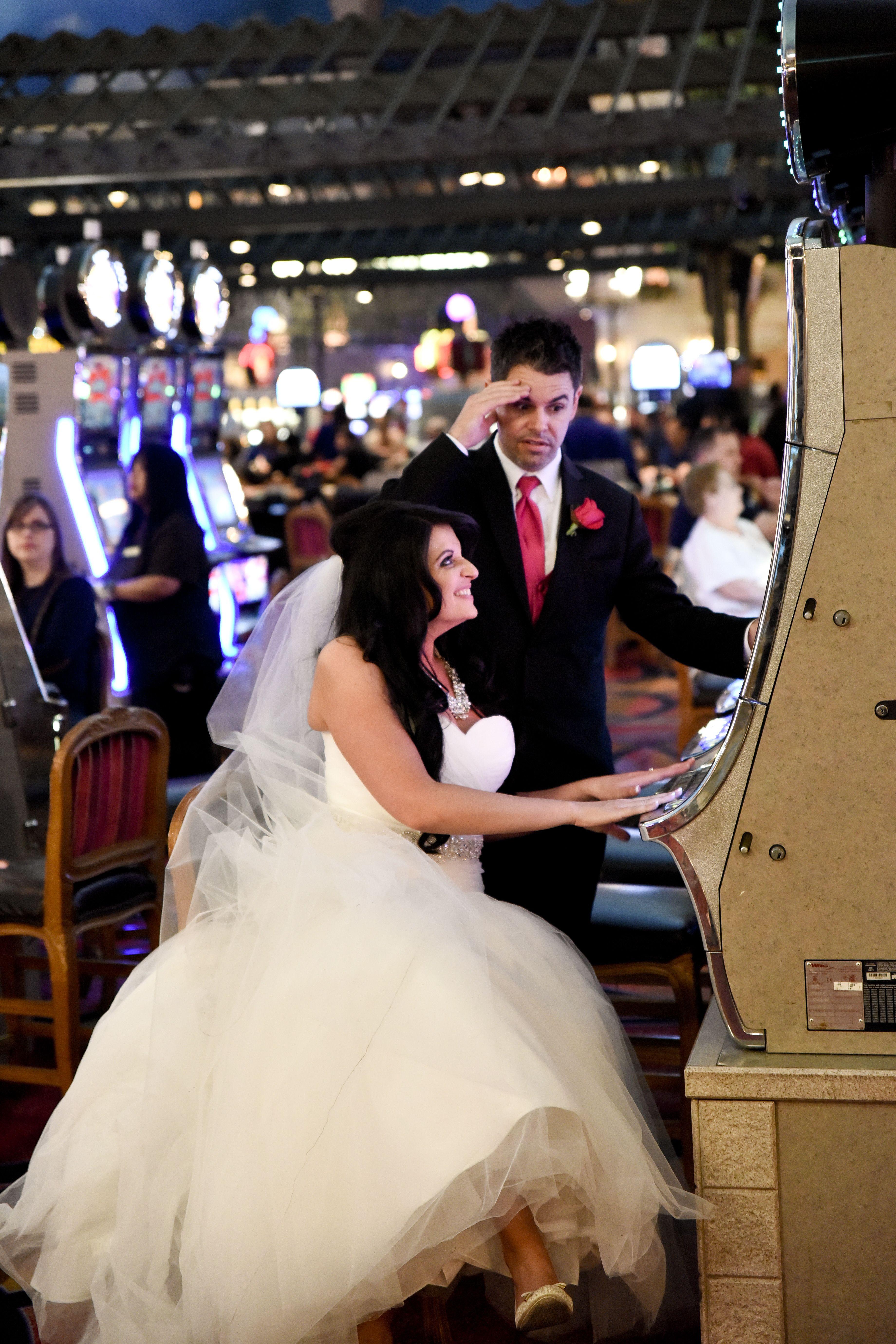 Funny Wedding Photo Ideas Vegas Themed Weddings Vegas Wedding Ideas Vegas Wedding Photos Elvis Wedding Las Vegas Wedding Photos