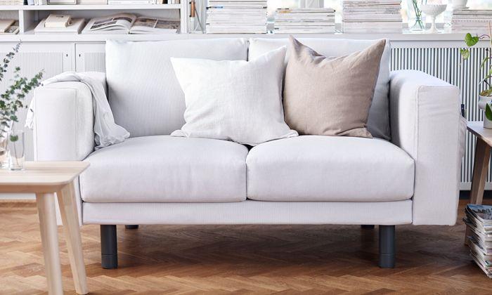 NORSBORG 3er-Sofa mit Bezug Finsta weiß mit Beine in grau ...