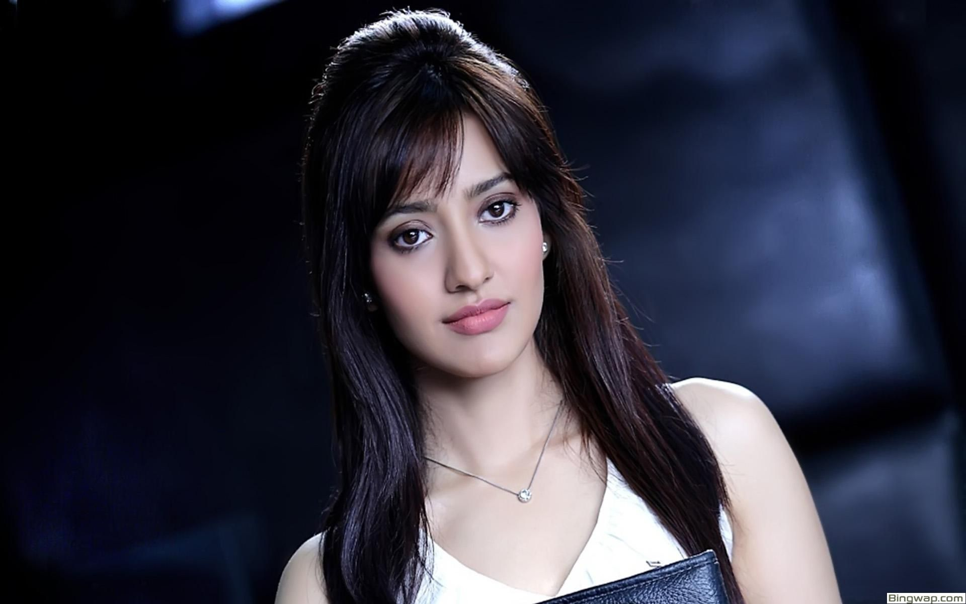 Download Neha Sharma Wallpaper 9