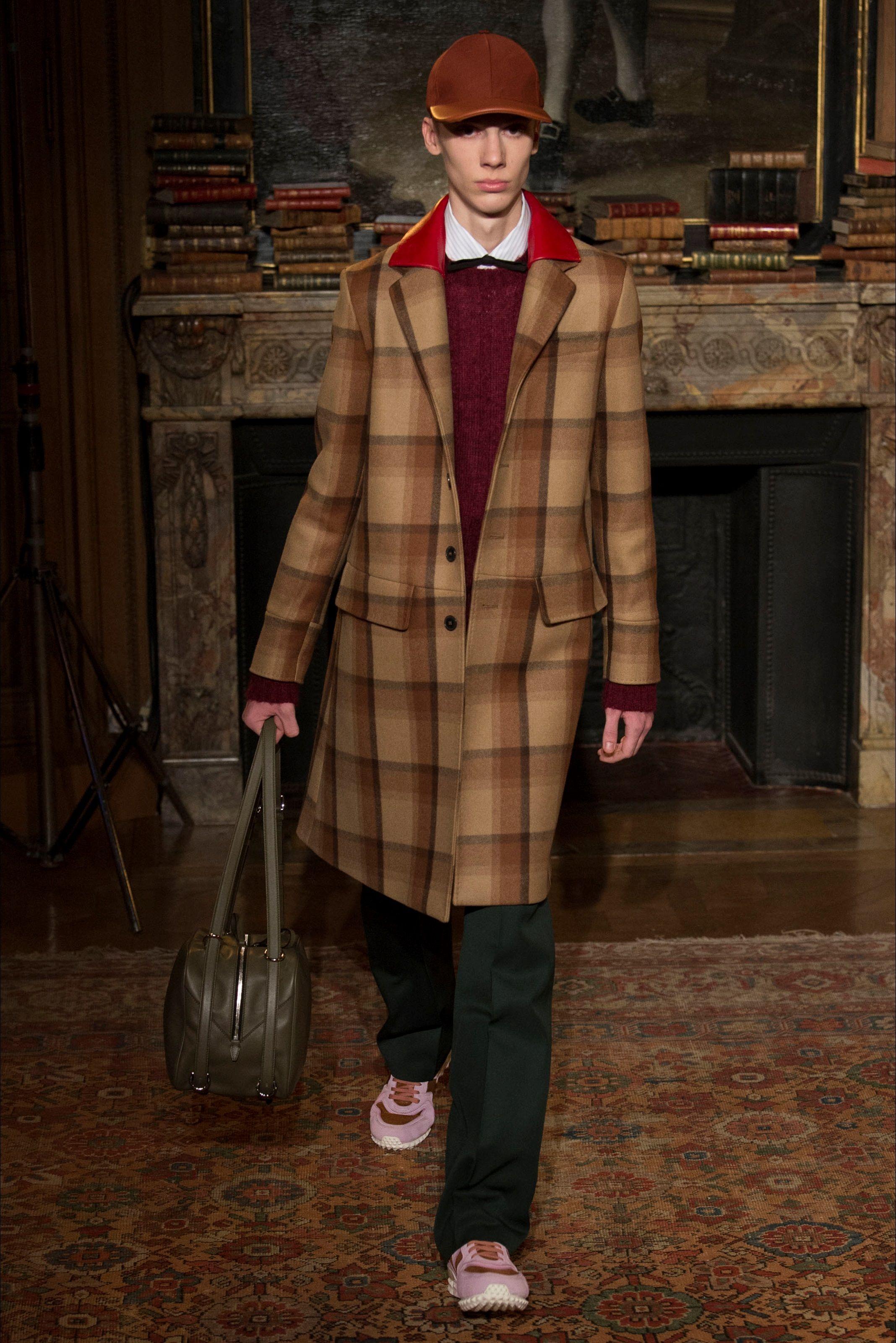 Sfilata Moda Uomo Valentino Parigi - Autunno Inverno 2017-18 - Vogue ... dce8f501260
