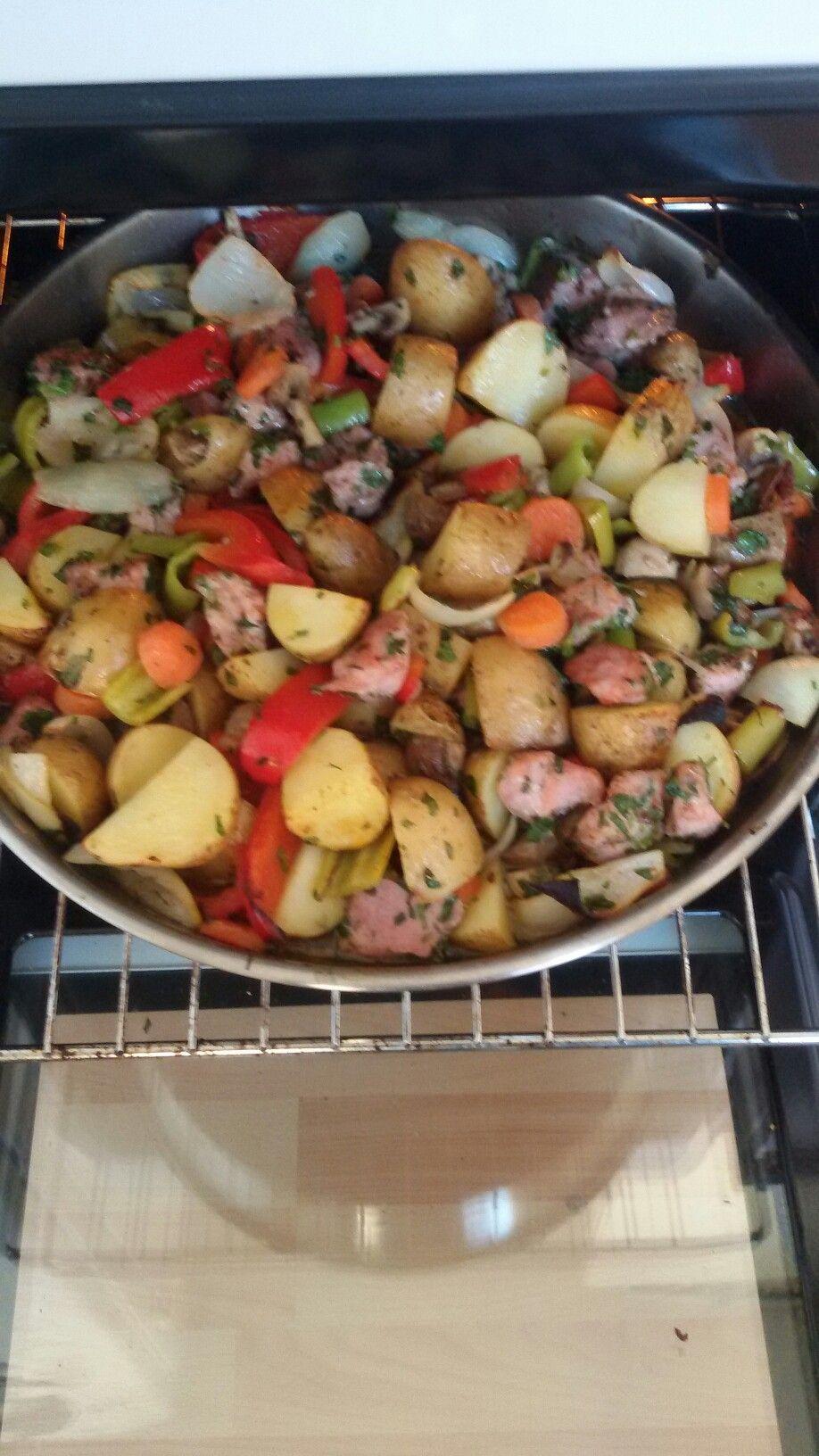 Homemade oven dish ( zelfgemaakte ovenschotel met beenham, uien, turkse pepers,aardappelen, wortels, rode paprika en peterselie)