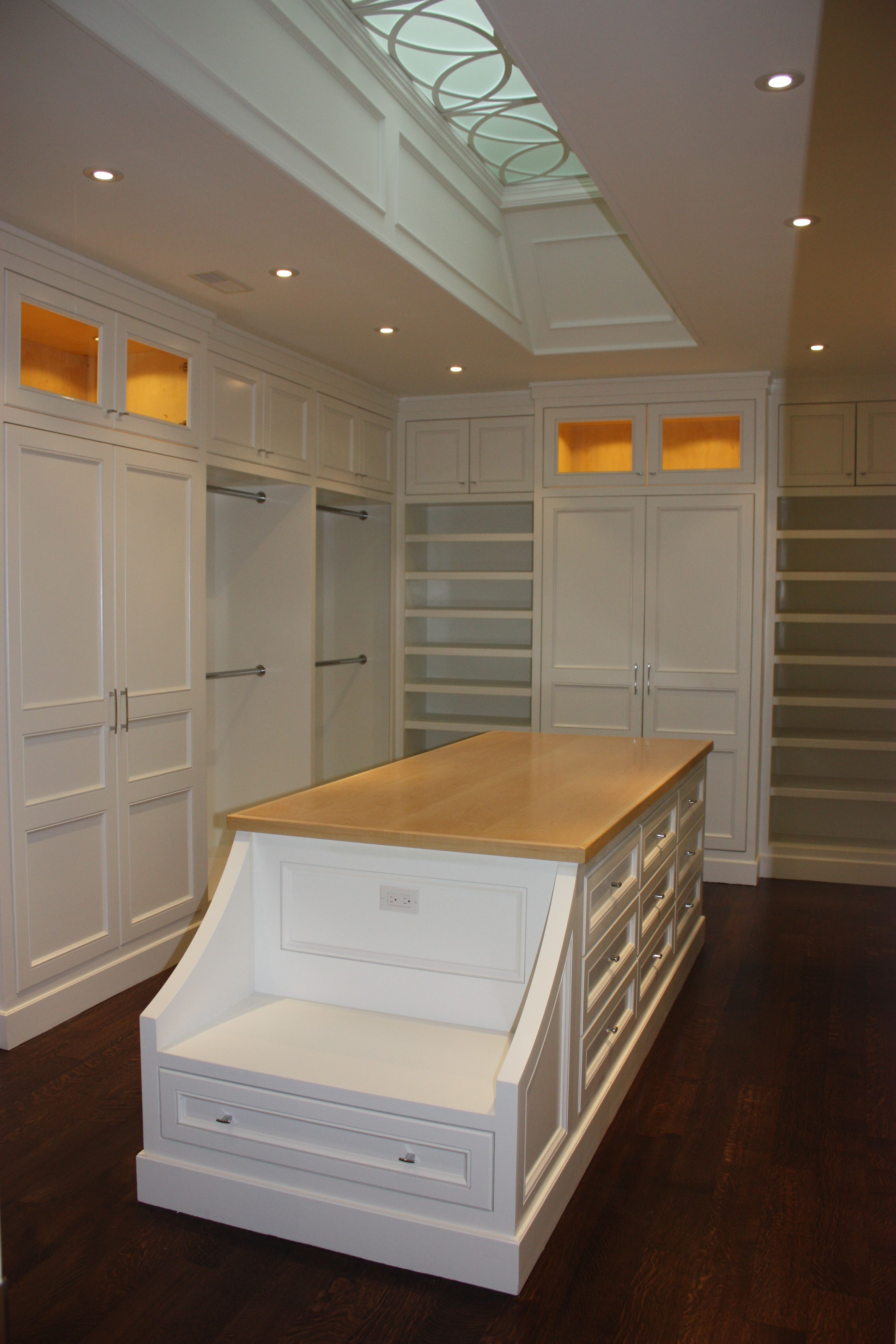 Love The Bench Island Walk In Closet Designed By Cmid