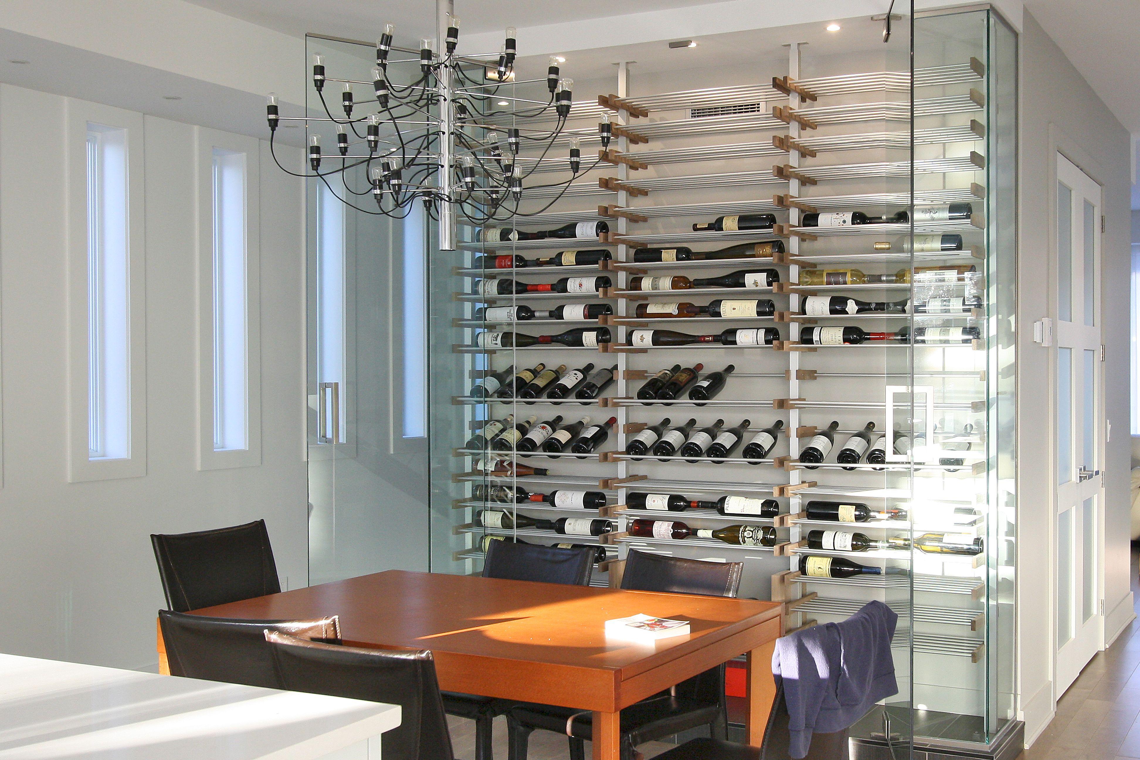 Magnifique cave à vin vitrée dans la cuisine | Rangement vin, Cave à vin moderne, Cave à vin