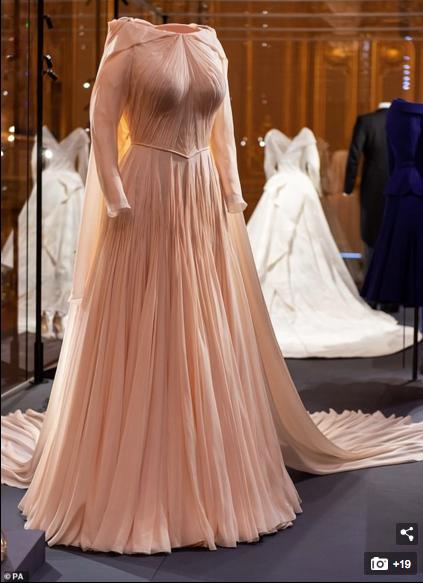 Princess Eugenie Dress By Zac Posen On Display In London Exhibit Second Wedding Dresses Royal Wedding Dress Eugenie Wedding